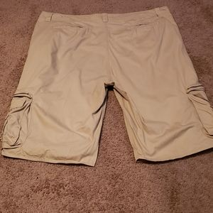 Big and tall men's Averex cargo shorts size 54